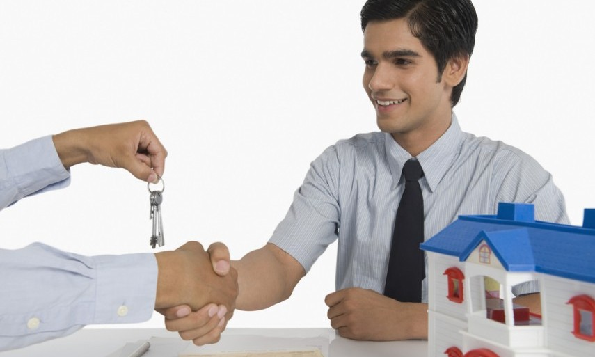 Is Hiring The Property Conveyancing Service For Buying And Selling Of Property Worth It?